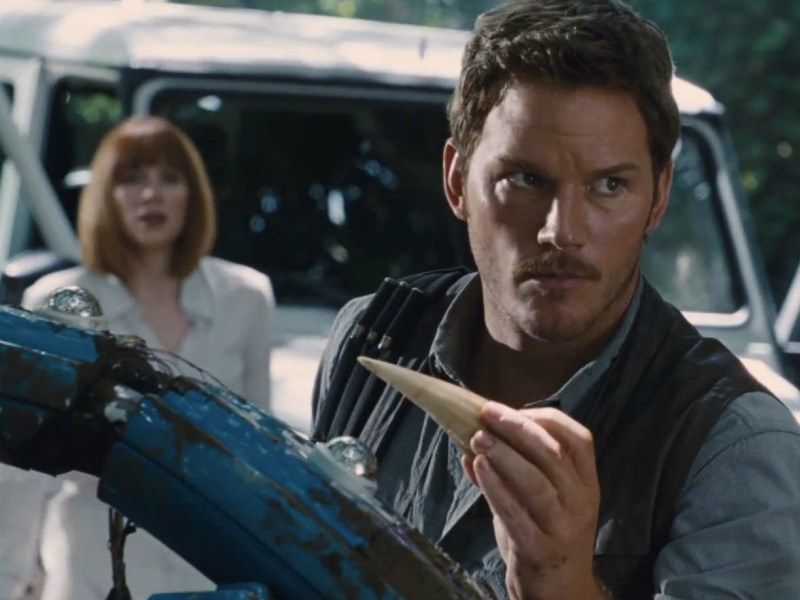Bryce Dallas Howard and Chris Pratt in Jurassic World