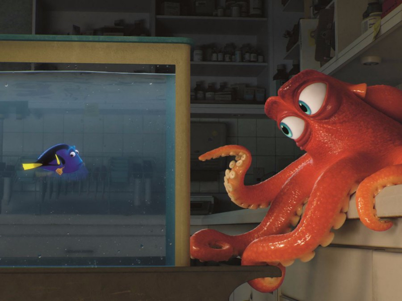 Ellen DeGeneres and Ed O'Neill in Finding Dory
