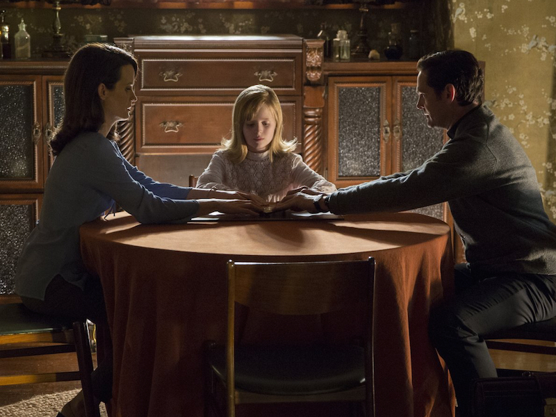 Elizabeth Reaser, Lulu Wilson and Henry Thomas in Ouija: Origin of Evil